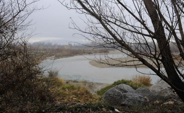 L'Aygues à 9 heures un matin de janvier 2012, une eau translucide, bleu glacier...Brr!